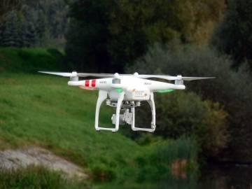 EMBERIZA es la consultoría ambiental especializada en la realización de planes de vigilancia ambiental. Para ello hemos implementado recientemente el uso de drones, mejorando la calidad de los reportes a la vez que reducimos el coste económico